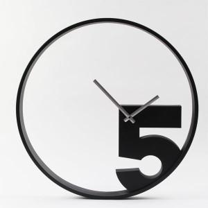 立体感のある『5』が特徴  TAKE 5 WALL CLOCK