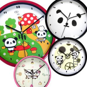パンダグッズ専門店がお届けする、とってもリーズナブルな掛け時計。