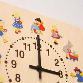 『子供の一日』を表現した不思議な時計。