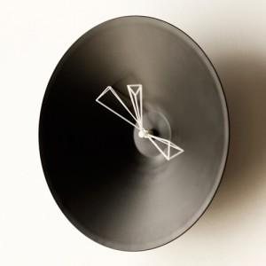 数学者が設計する 円すい×角柱の立体美 「P CLOCK」