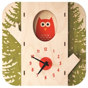 Modern Moose(モダンムース)製 木の中からフクロウが覗く時計。