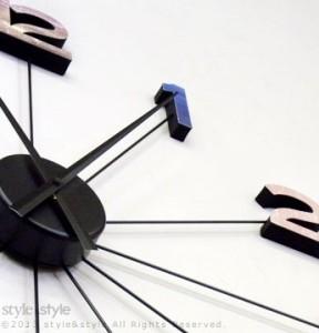 レトロ&カラフルな数字が目を引く大型掛け時計 GRADO(グラード)