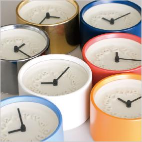 渡辺力デザイン 直径12センチの小さな掛け時計。