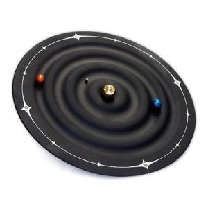 磁石の力で静かに時を刻む 惑星型クロック「GALAXY MAGNETIC CLOCK」