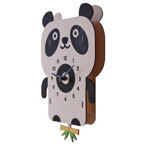 Modern Moose(モダンムース)製 パンダの振り子時計。