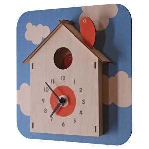 Modern Moose(モダンムース)製 可愛らしい巣箱の時計。