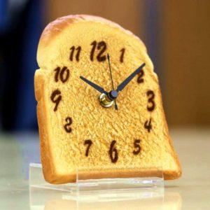 食品サンプルのプロが手掛ける時計 山型食パンのこんがりトースト