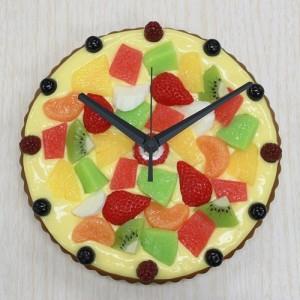 彩り鮮やかなフルーツタルトの掛け時計。