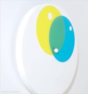 重なり合う円盤の美しさが魅力 MOON & EARTH・SUN & MOON