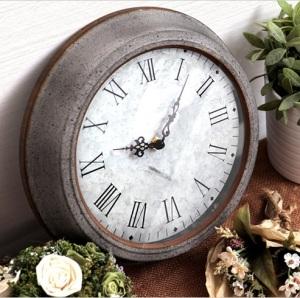 ブリキの文字盤がクールな防塵時計 「TIN WALL CLOCK」