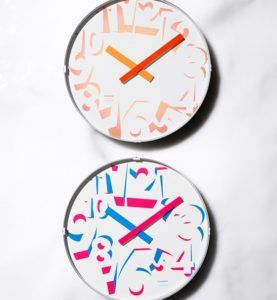 Lemnos製 蛍光色の魅力を引き出す逸品「SPREAD CLOCK」