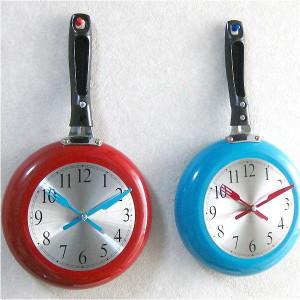 キッチンに掛けたい、フライパン型壁掛け時計。